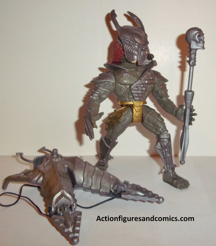 aliens vs predator kenner toys action figures scavage dark green variant