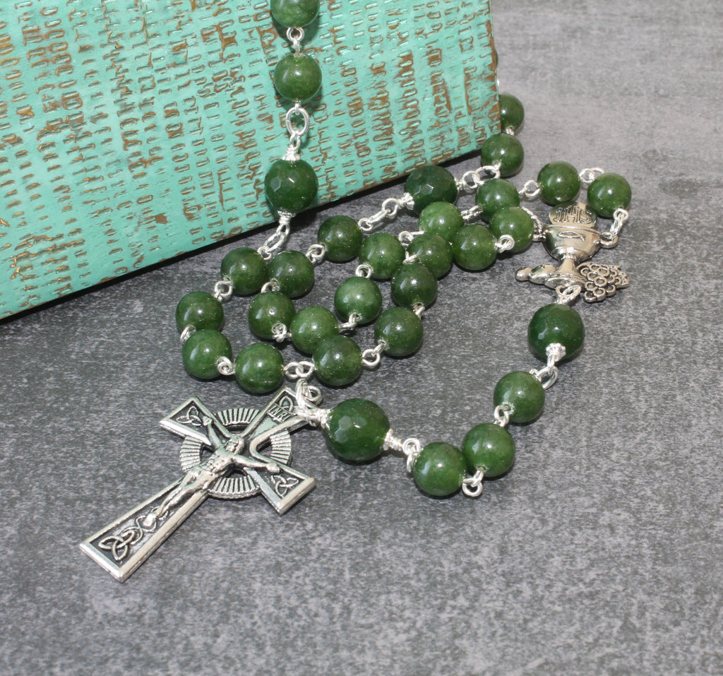 Eucharist rosary, green jade, Communion center Cletic cross