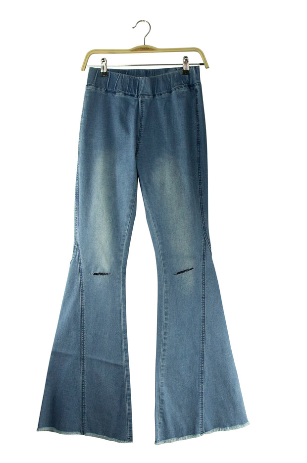 Clear As a Bell Jeans in Blue