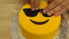 How To Cake It Yolanda Gampp Emoji Cakes Fondant