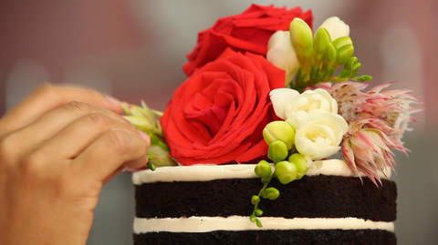 How To Cake It Yolanda Gampp Naked Wedding Cake Flowers