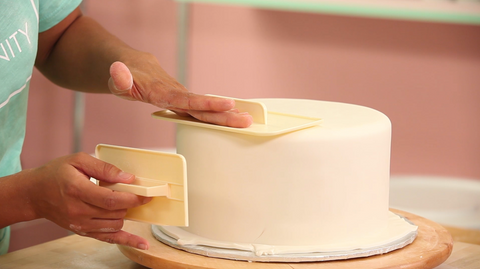 How To Cake It Yolanda Gampp Kin Community Vanilla Cake Fondant Smoother