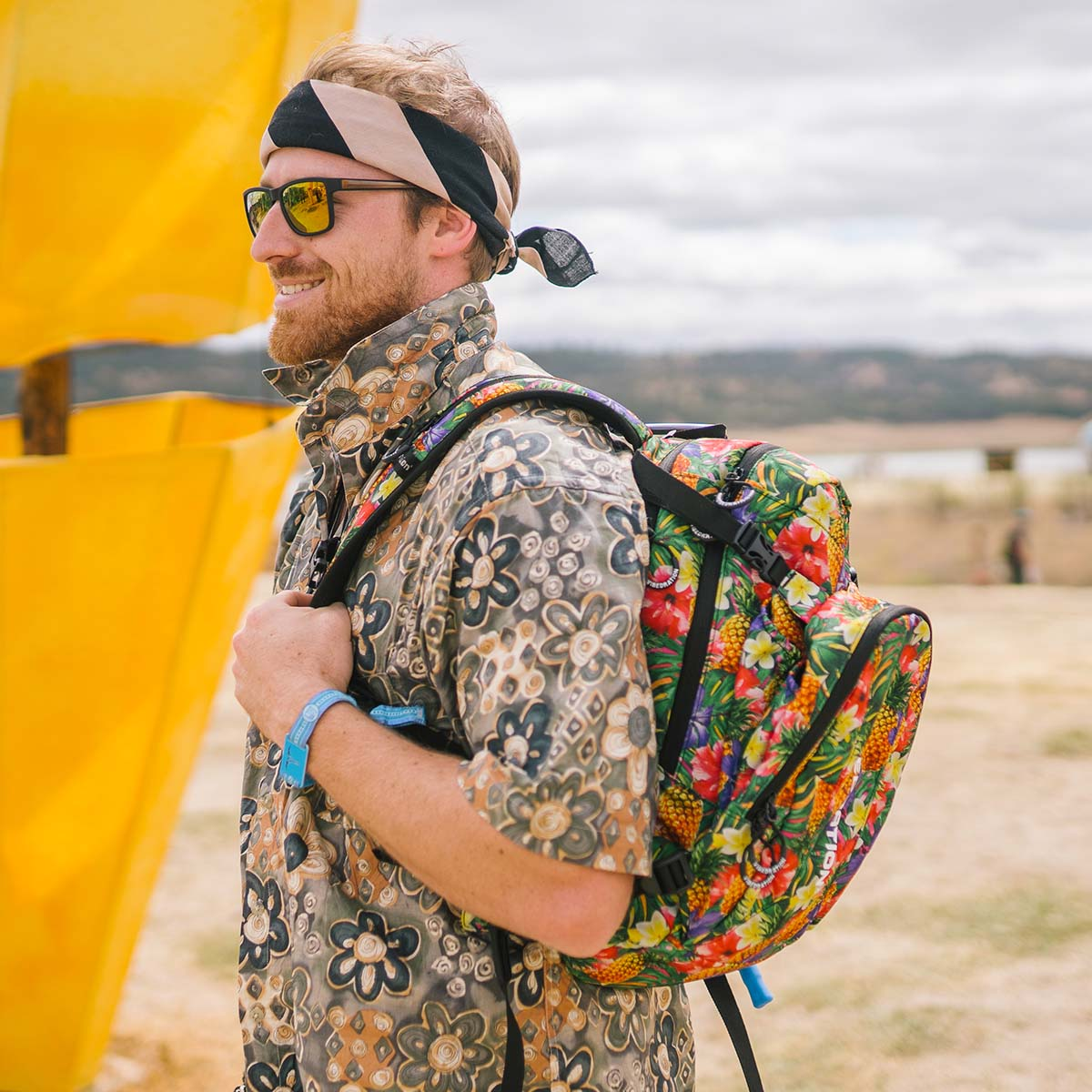Tropical Pineapples 3 liter hydration backpack