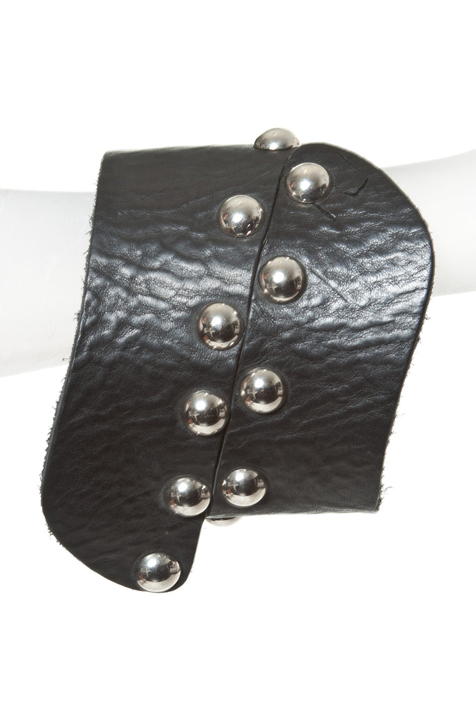 LEATHER CUFF WITH STUDS - Madonna and Co
