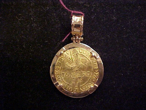 A Netherlands GOLD DUCAT Dated 1630 Set in a 14K GOLD Pendent, #902 Treasure Jewelry