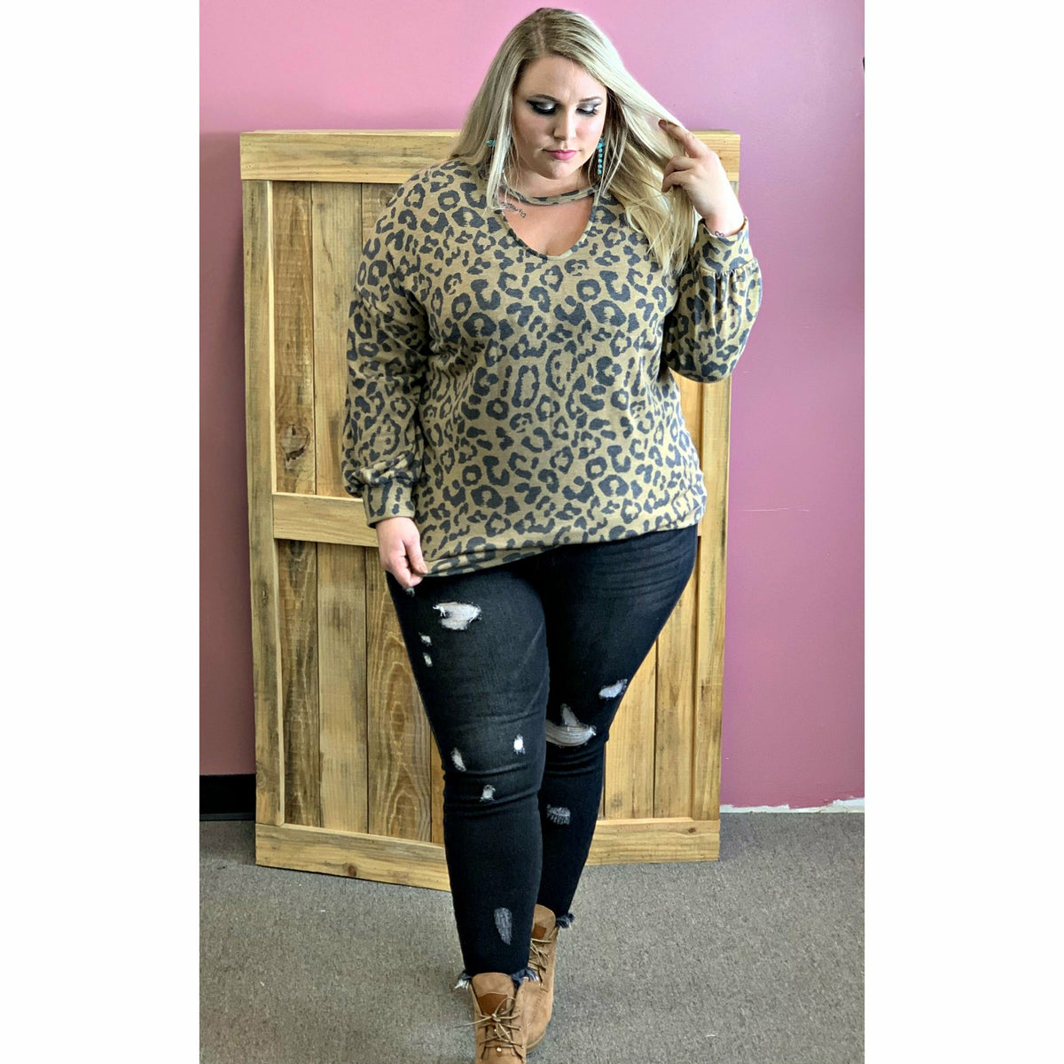 Leopard Keyhole Plus Top