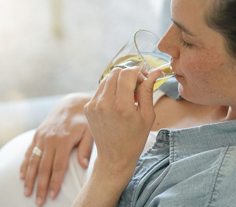 pregnant woman drinking herbal tea