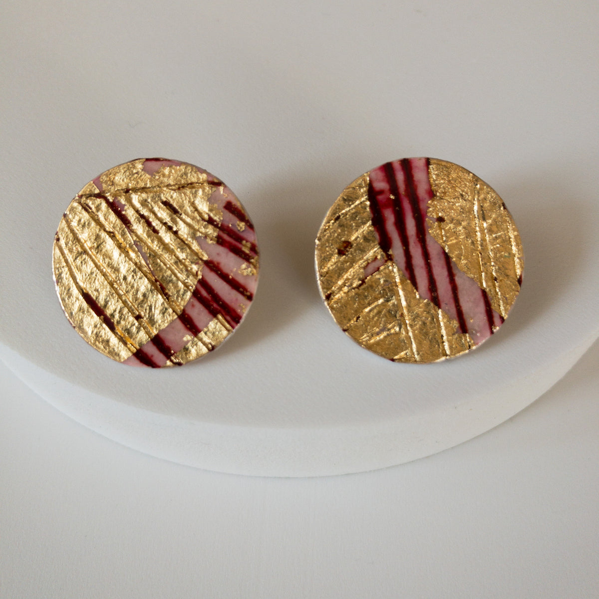 Ró sgraffito earrings in red/gold