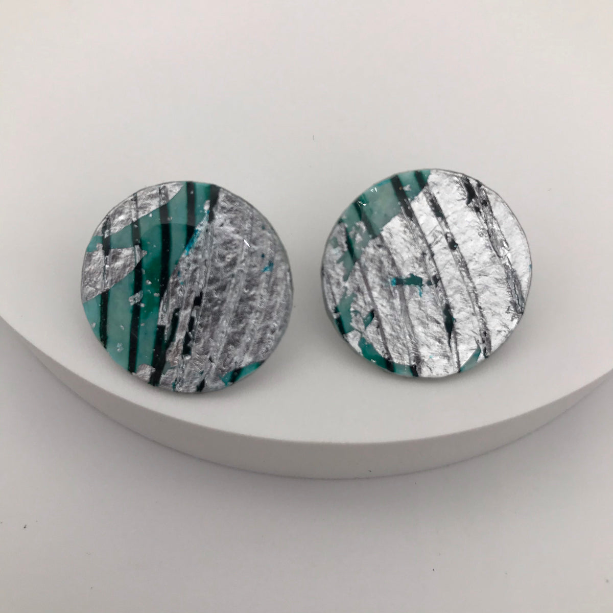Ró sgraffito earrings in silver/aqua