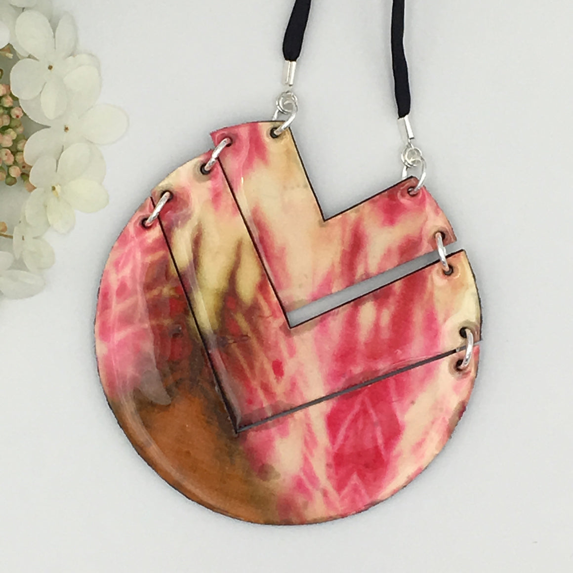 Lupe shibori silk necklace in hot pink/ivory/bronze
