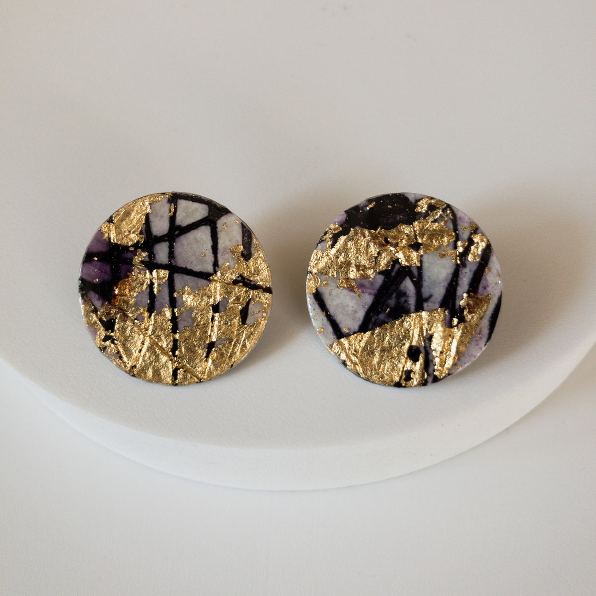 Ró sgraffito earrings in gold/black