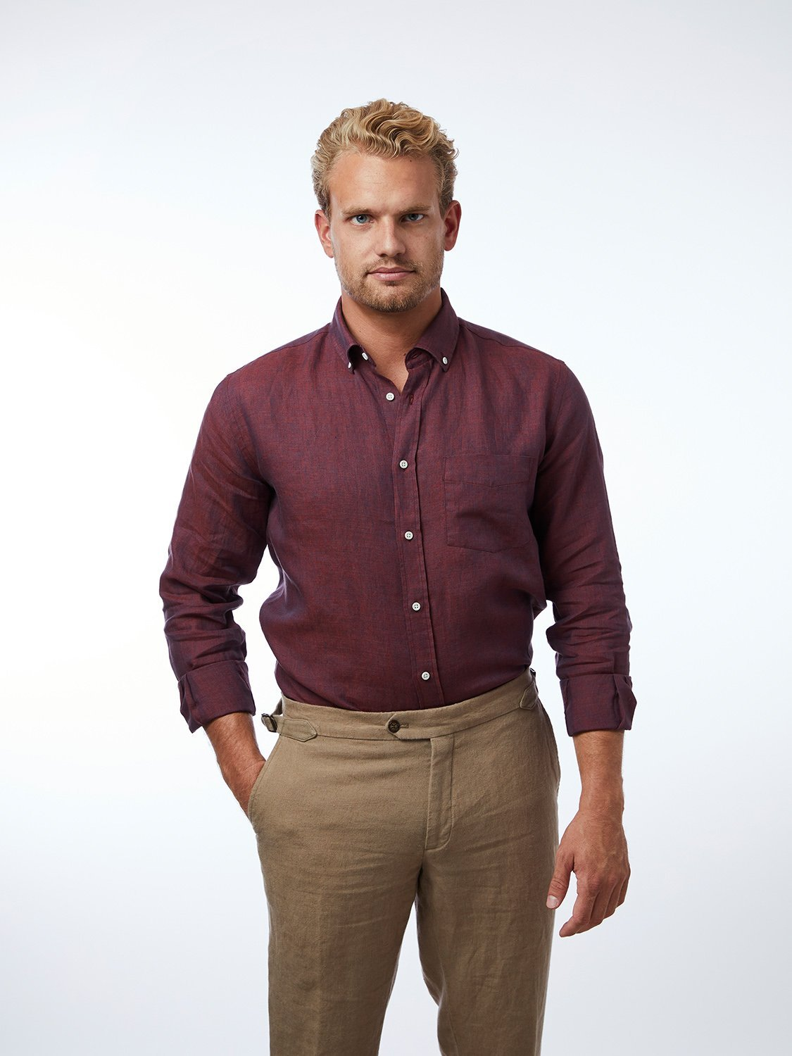 carpasus sustainable organic linen shirt single color bordeaux. Nachhaltiges Carpasus Hemd aus Bio Leinen in Bordeaux