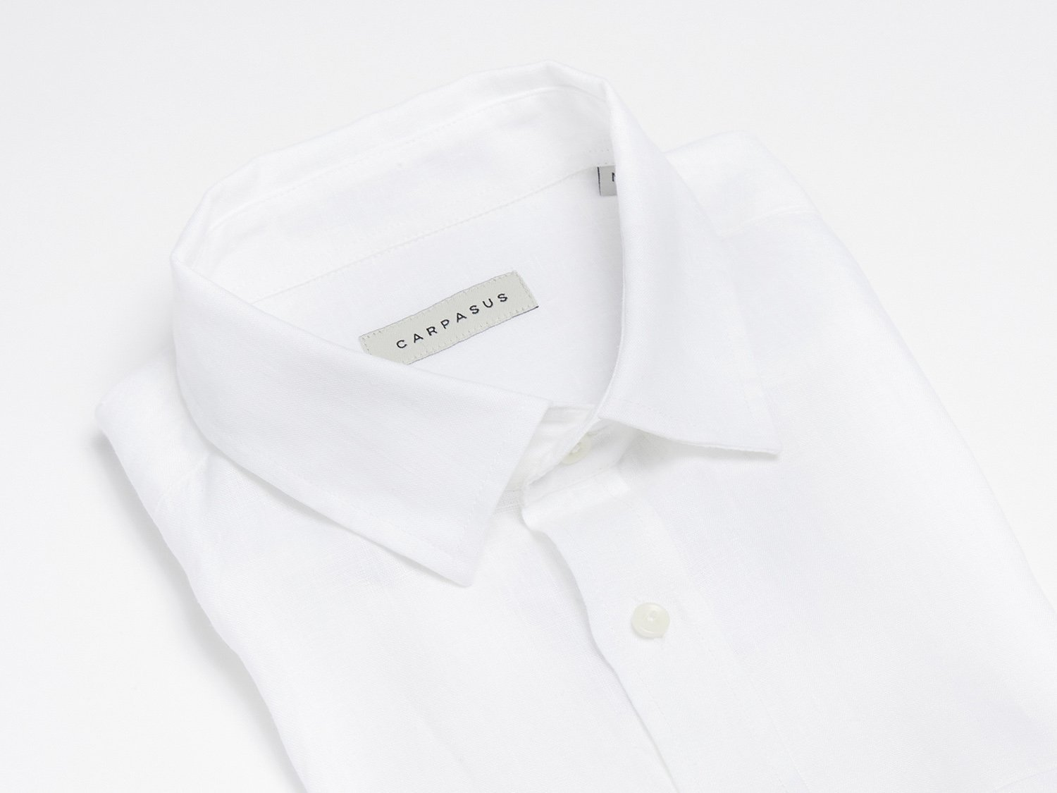 carpasus sustainable organic linen short sleeve shirt white. Nachhaltiges Carpasus Hemd Kurzarm aus Bio Leinen in Weiss.