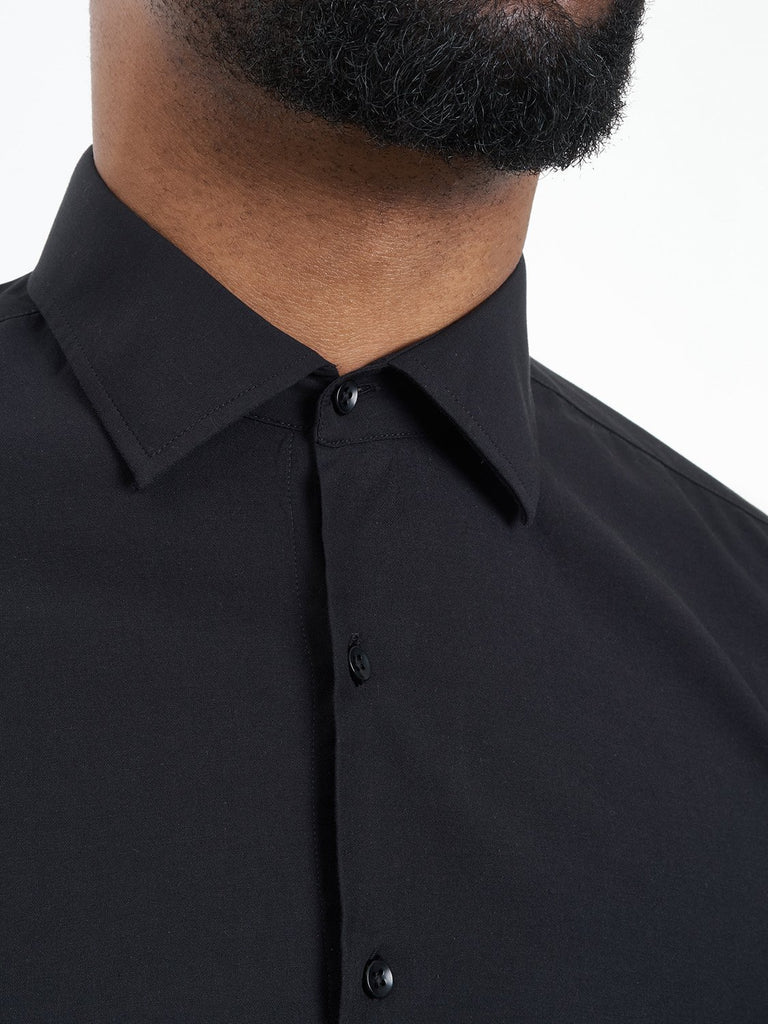 carpasus sustainable organic cotton tailor-made shirt black. Nachhaltiges Carpasus Masshemd aus Bio Baumwolle in Schwarz