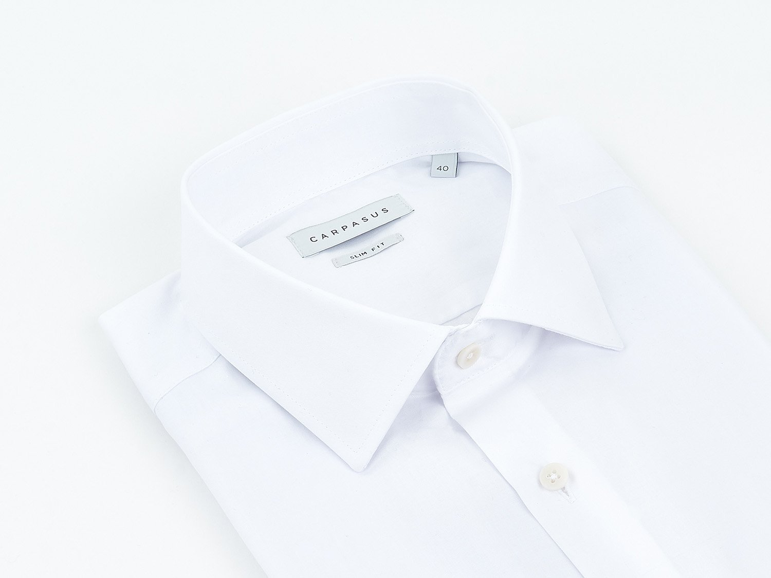 carpasus sustainable organic cotton tailor-made shirt white. Nachhaltiges Carpasus Masshemd aus Bio Baumwolle in Weiss
