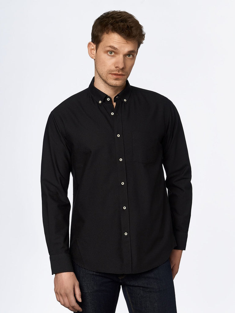 carpasus sustainable organic cotton oxford shirt black. Nachhaltiges Carpasus Oxford Hemd aus Bio Baumwolle in Schwarz