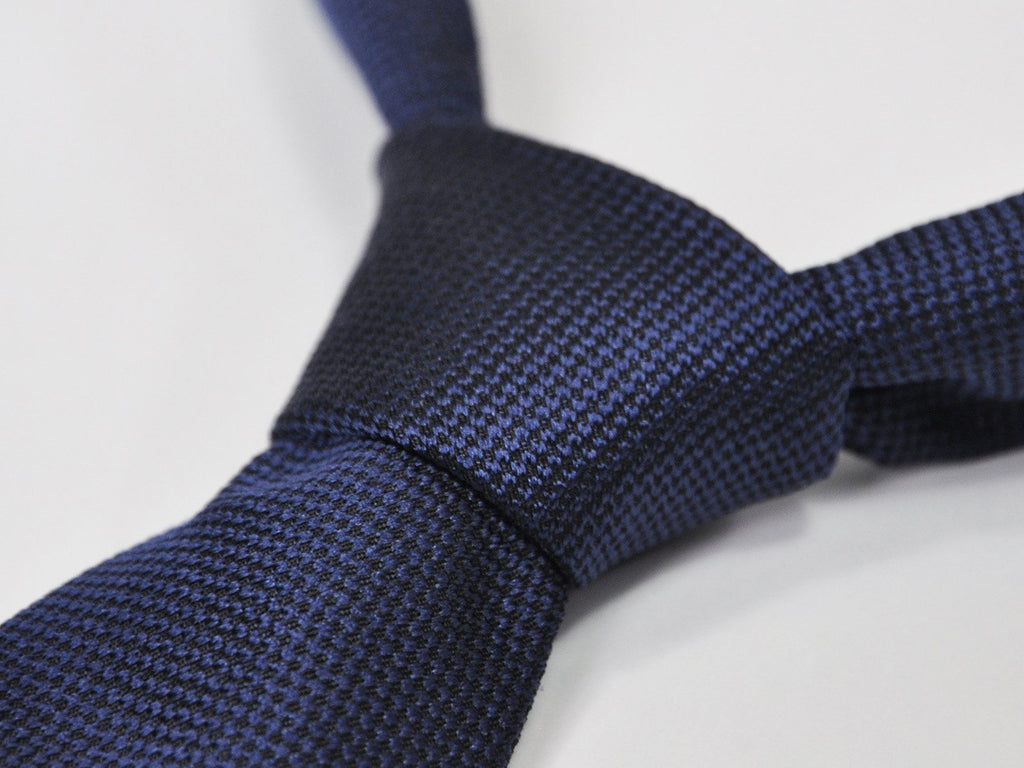 carpasus sustainable organic silk tie dark blue. Carpasus nachhaltige Krawatte Bio Seide in Dunkelblau