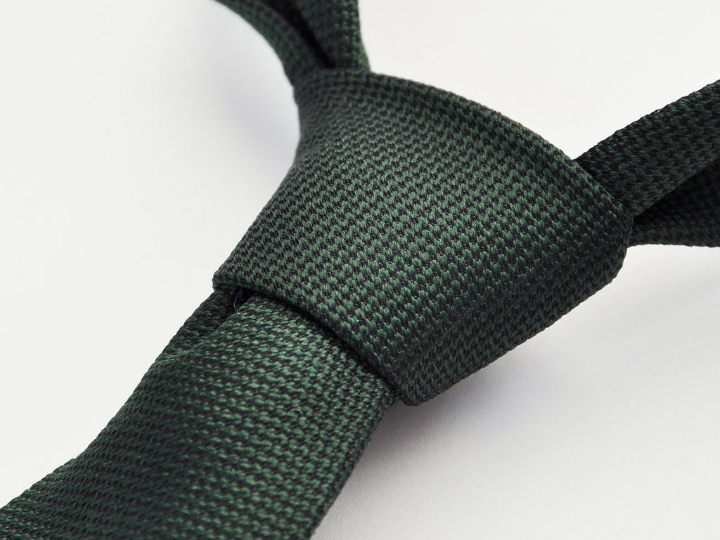 carpasus sustainable organic silk tie dark green. Carpasus nachhaltige Krawatte Bio Seide in Dunkelgrün