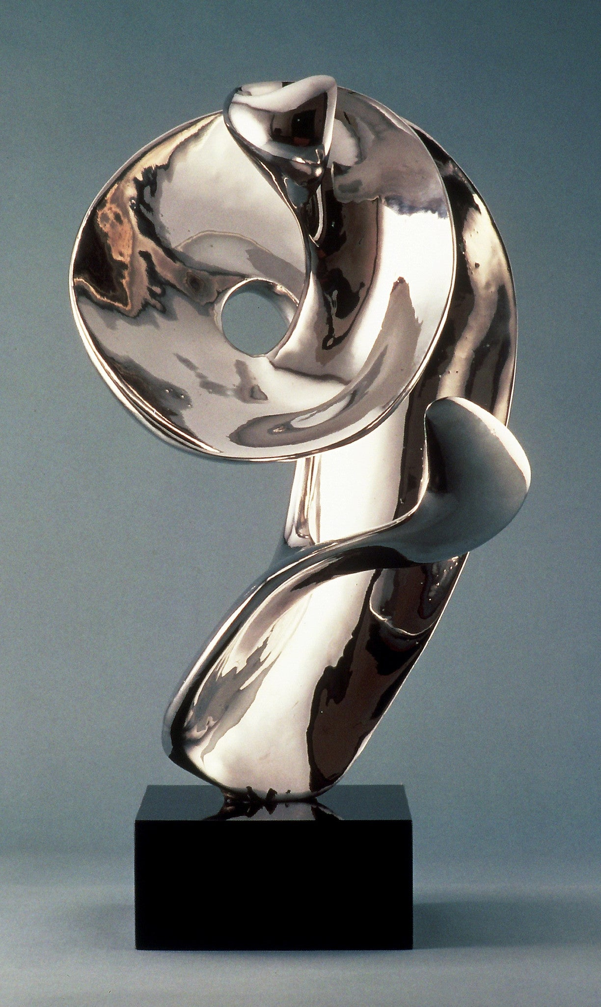 Rebecca / 28 x 17 x 17 / Stainless Steel