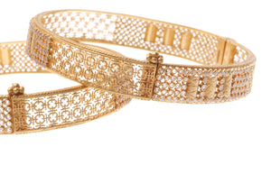 22ct Yellow Gold Cubic Zirconia Antiquated Look Bangles with screw clasp (B-6575)