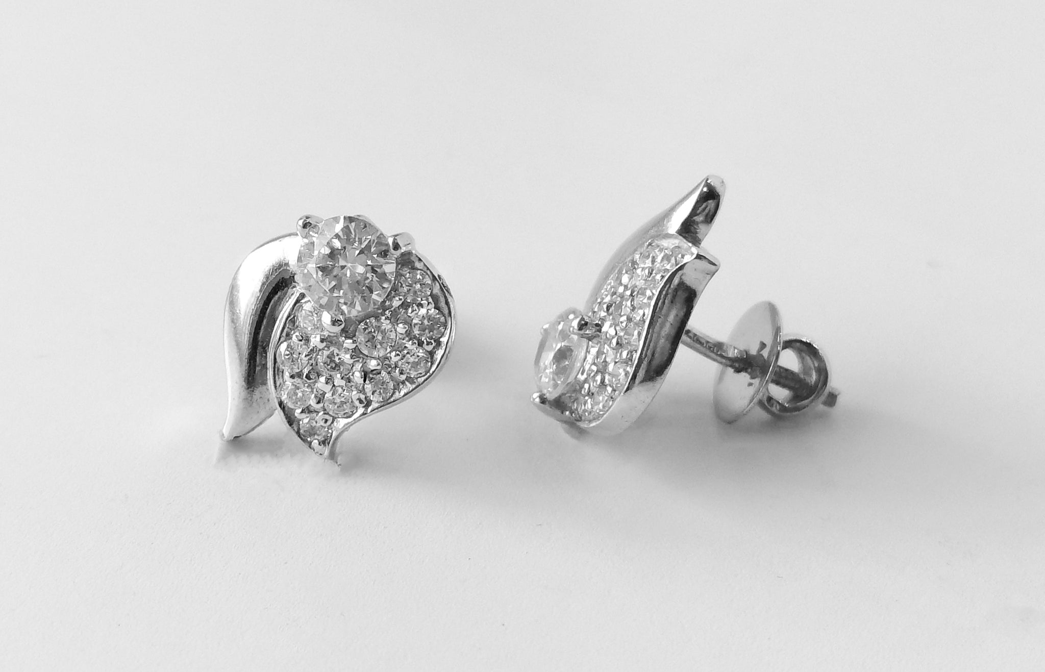 18ct White Gold Stud Earrings set with Cubic Zirconias (4.4g) E-3238