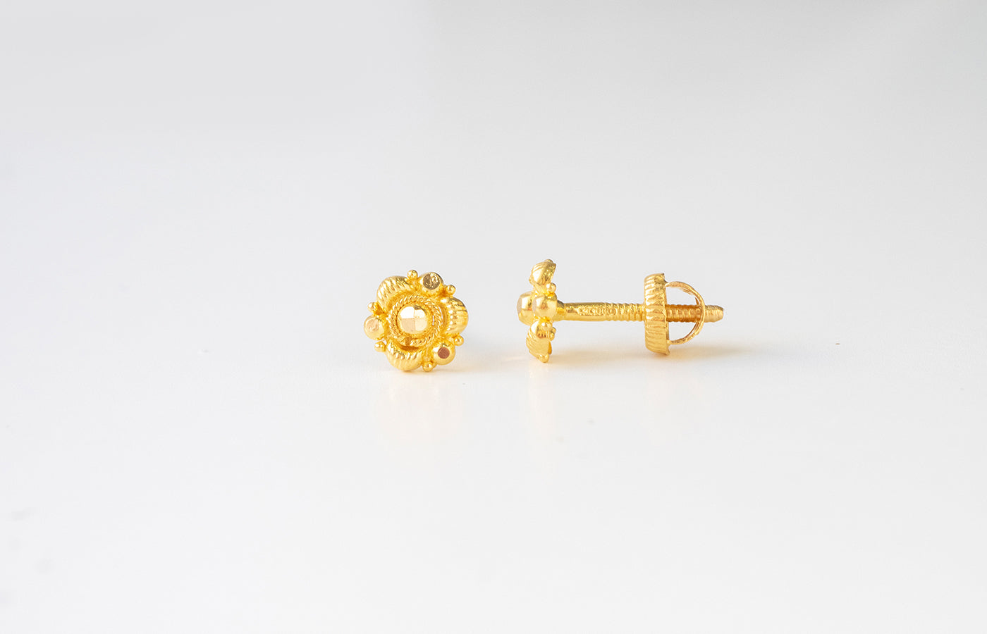 22ct Gold Diamond Cut Ear Studs (1.2g) E-7766