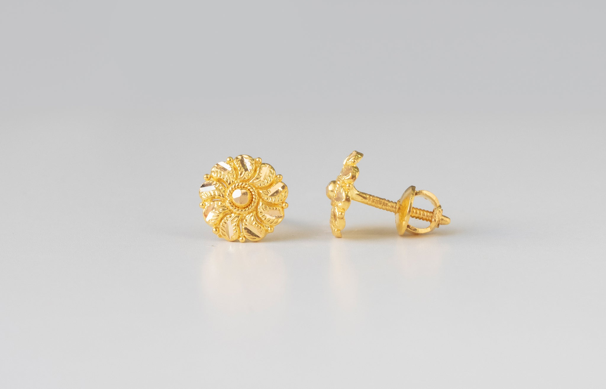 22ct Gold Diamond Cut Ear Studs (1.7g) E-7768