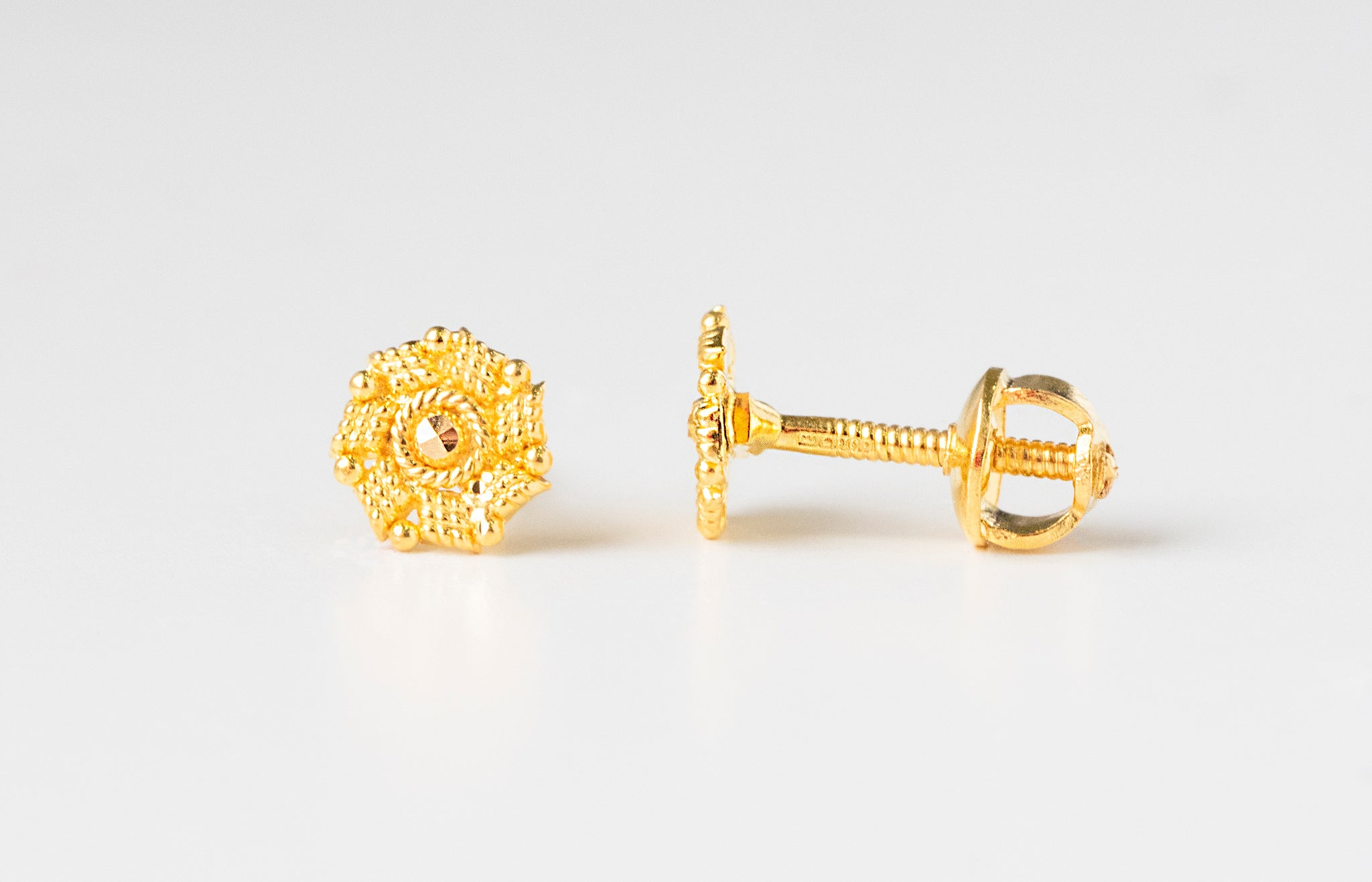 22ct Gold Diamond Cut Design Ear Studs (1.3g) E-7769