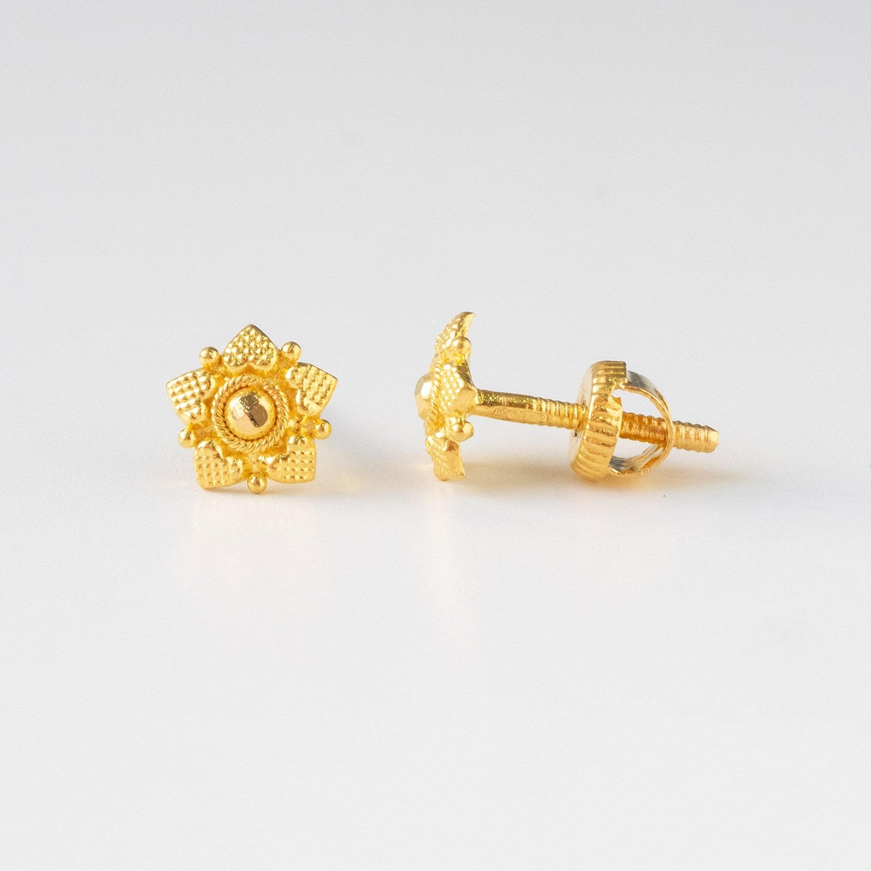 22ct Gold Diamond Cut Ear Studs (1.2g) E-7774