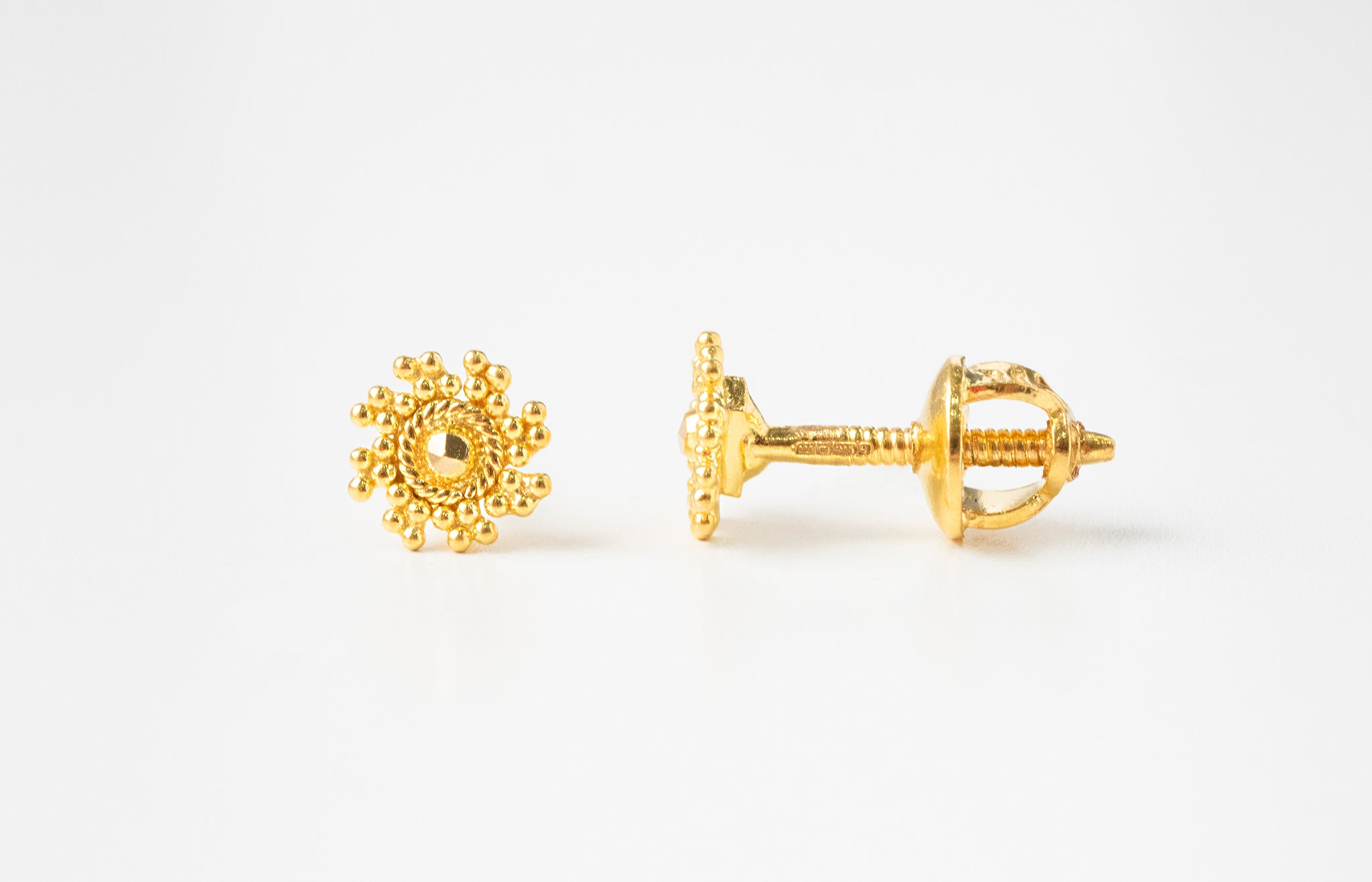 22ct Gold Diamond Cut Design Ear Studs (1.3g) E-7777