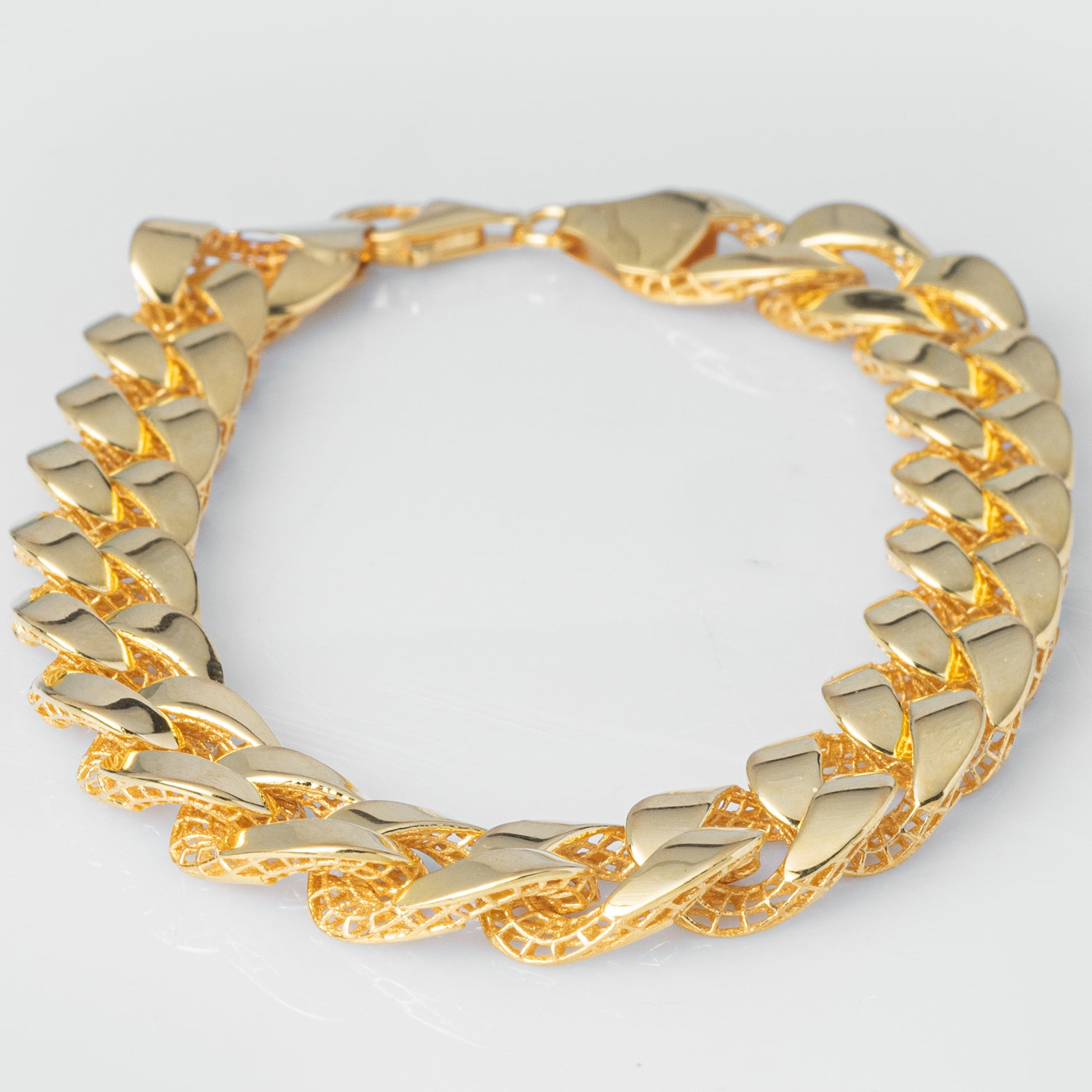 22ct Gold Curb Link Gents Bracelet with Mirror Finish and Mesh Support Backing fitted with a Lobster Clasp (22.6g) GBR-8042