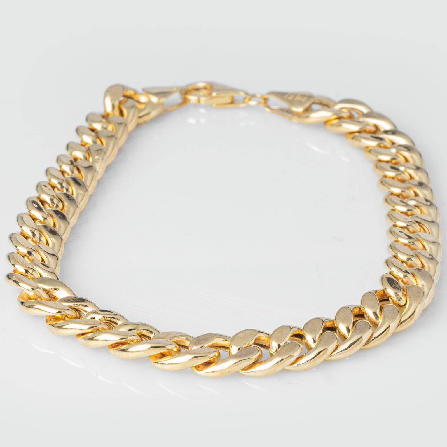 22ct Gold Curb Link Gents Bracelet with Mirror Finish fitted with a Lobster Clasp (15.6g) GBR-8044