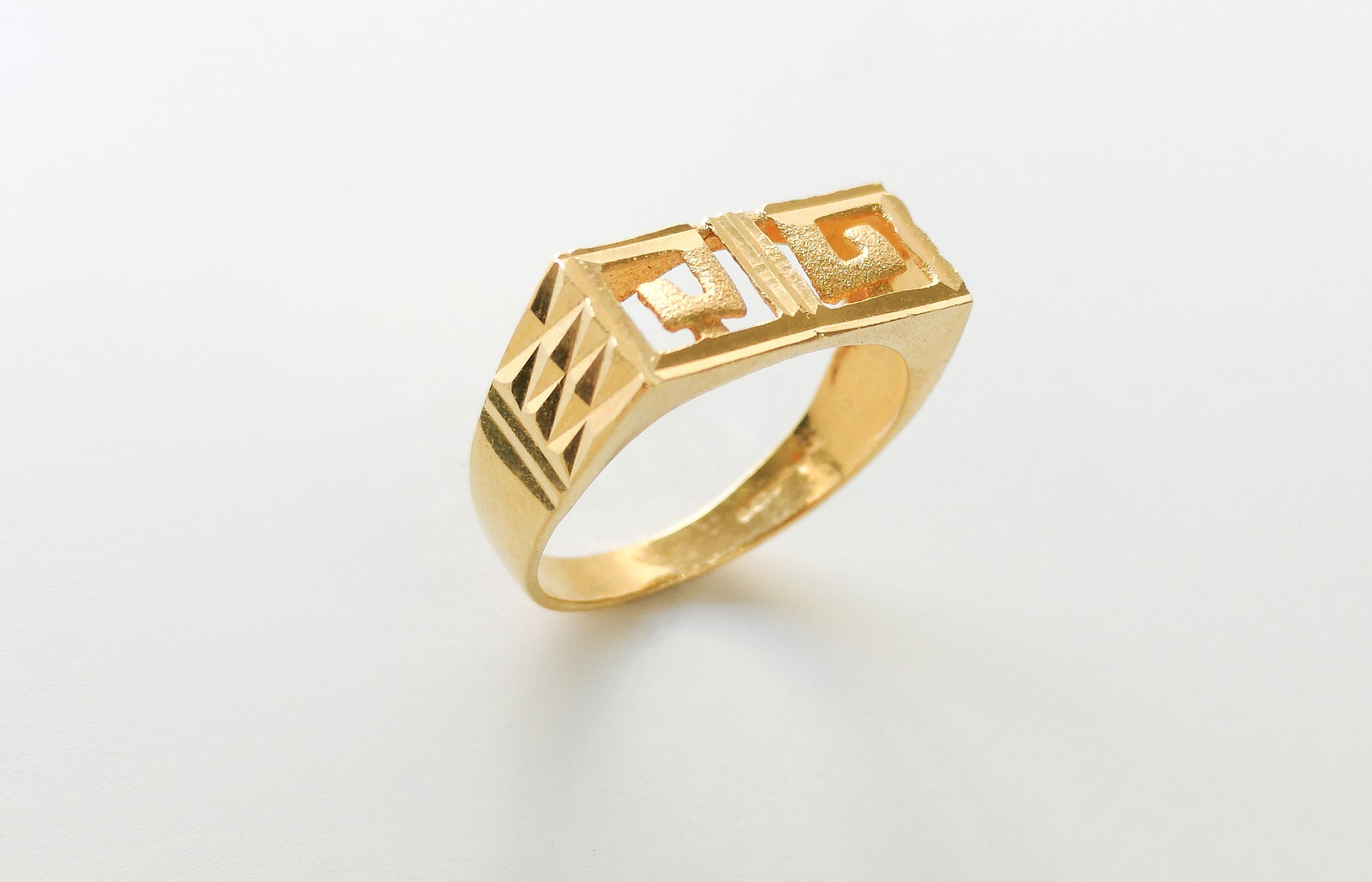 22ct Gold Gents Ring (4.5g) GR-3519