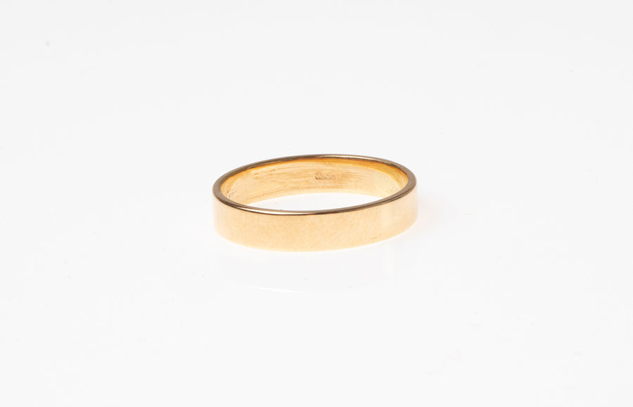 18ct Yellow Gold Flat Shape Wedding Band 7817