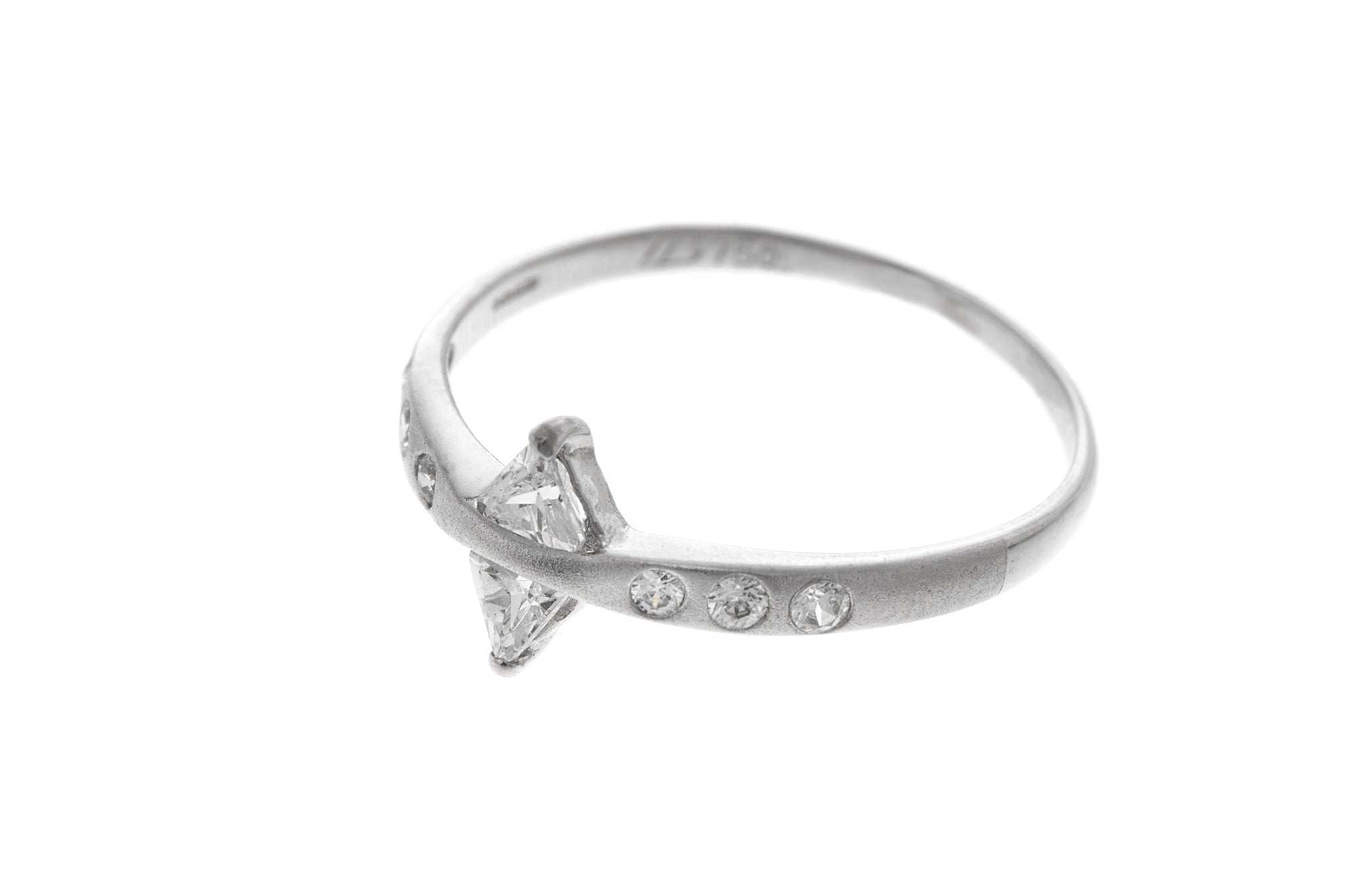 18ct White Gold Dress Ring set with Cubic Zirconias (LR-2356)