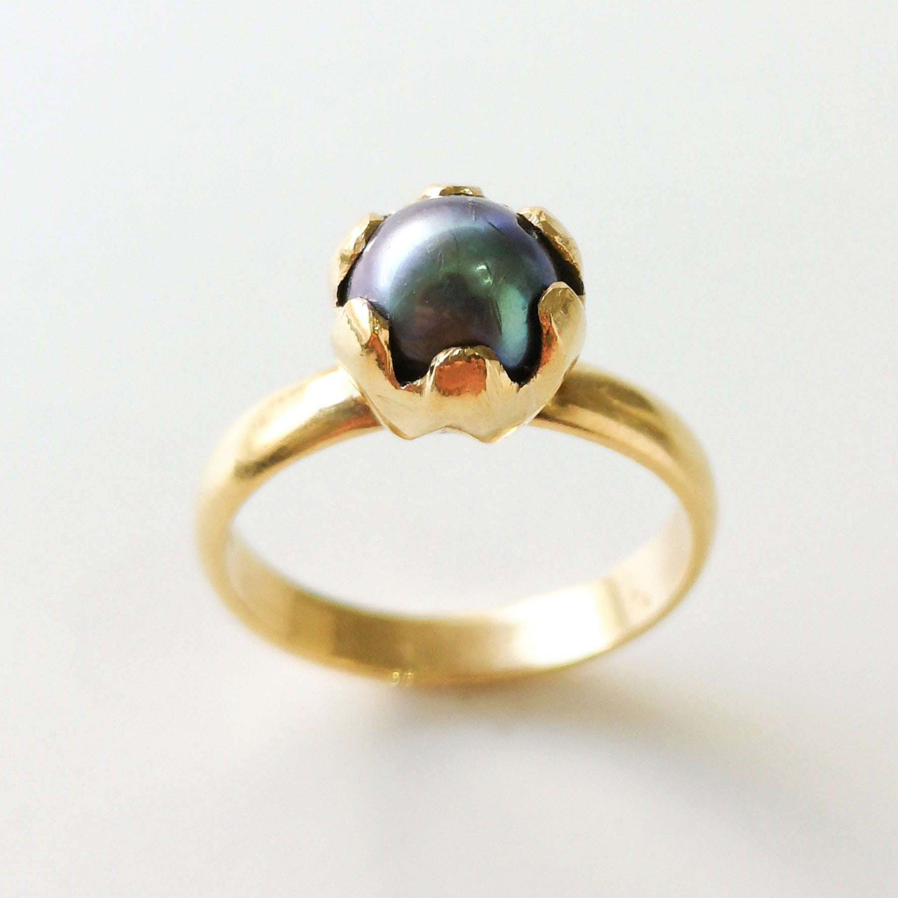 22ct Gold Dress Ring set with Tahitian Cultured Pearl (6.7g) LR-3529