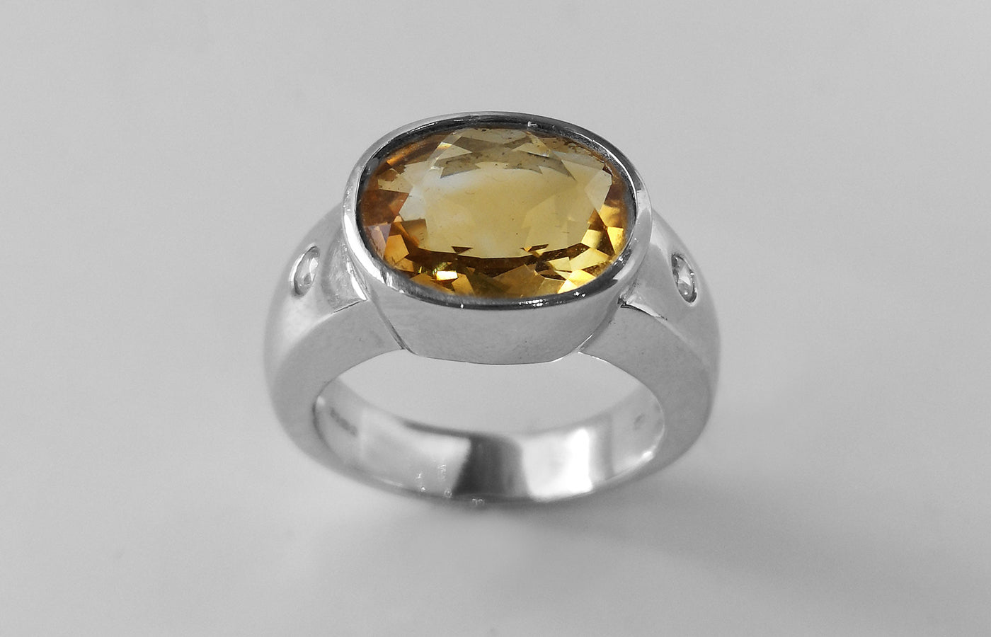 Citrine and Cubic Zirconia Ring 18ct White Gold (10.9g) LR-7549