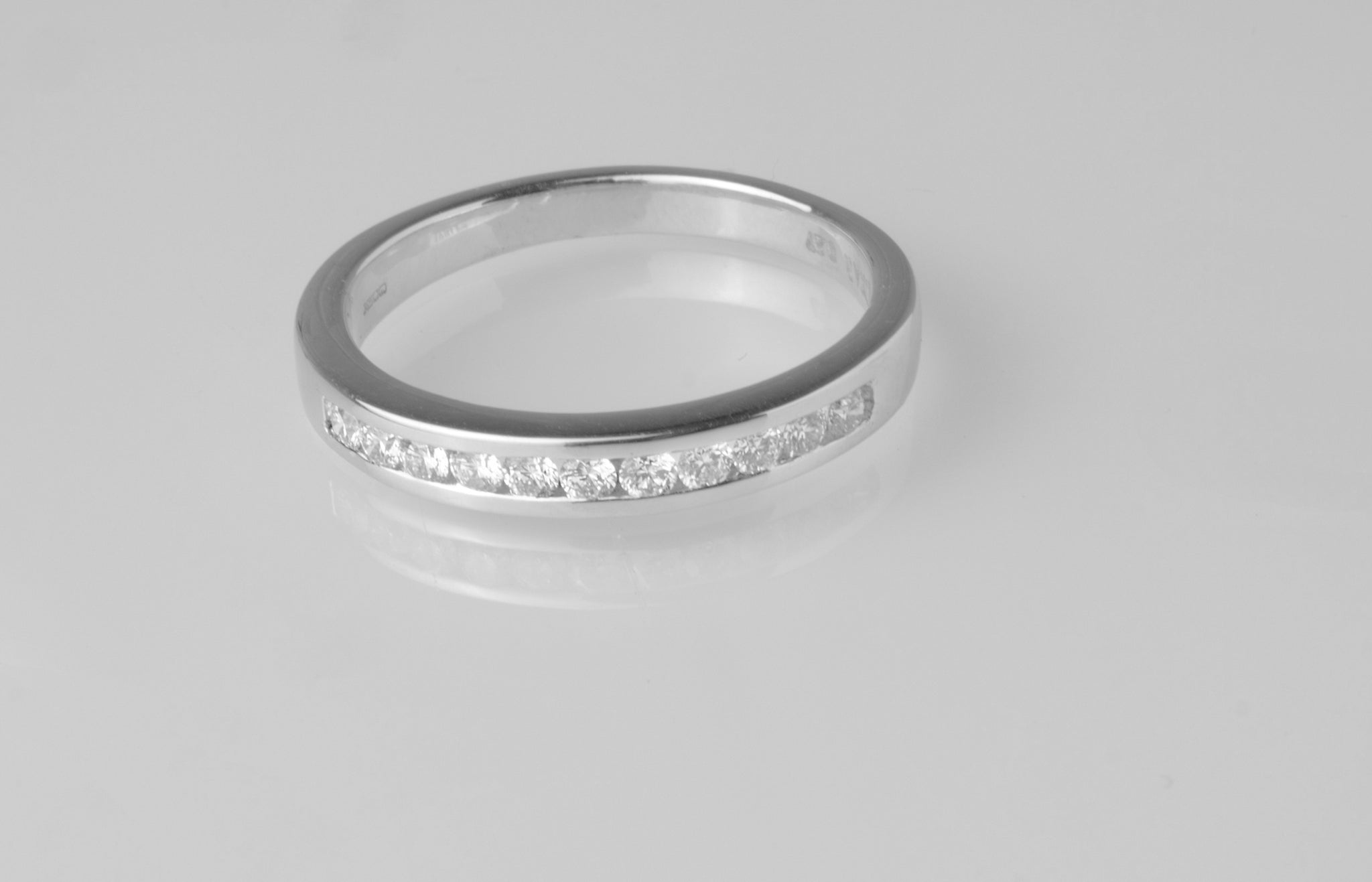 18ct White Gold Diamond Eternity Ring MCS2557