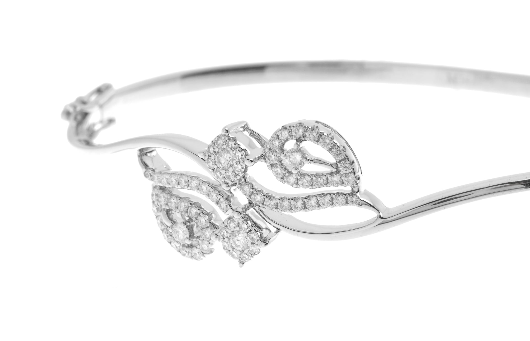 18ct White Gold Diamond Bangle with clasp (MCS2723) - Close Up