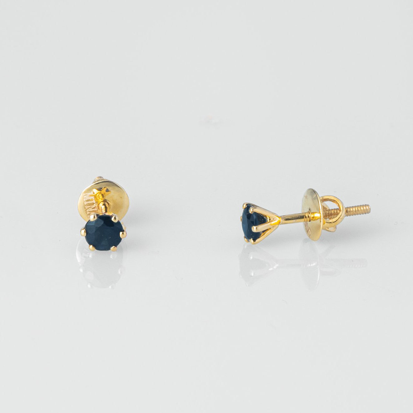 18ct Yellow Gold 0.81ct Round Brilliant Cut Sapphire Stud Earrings (MCS3126)