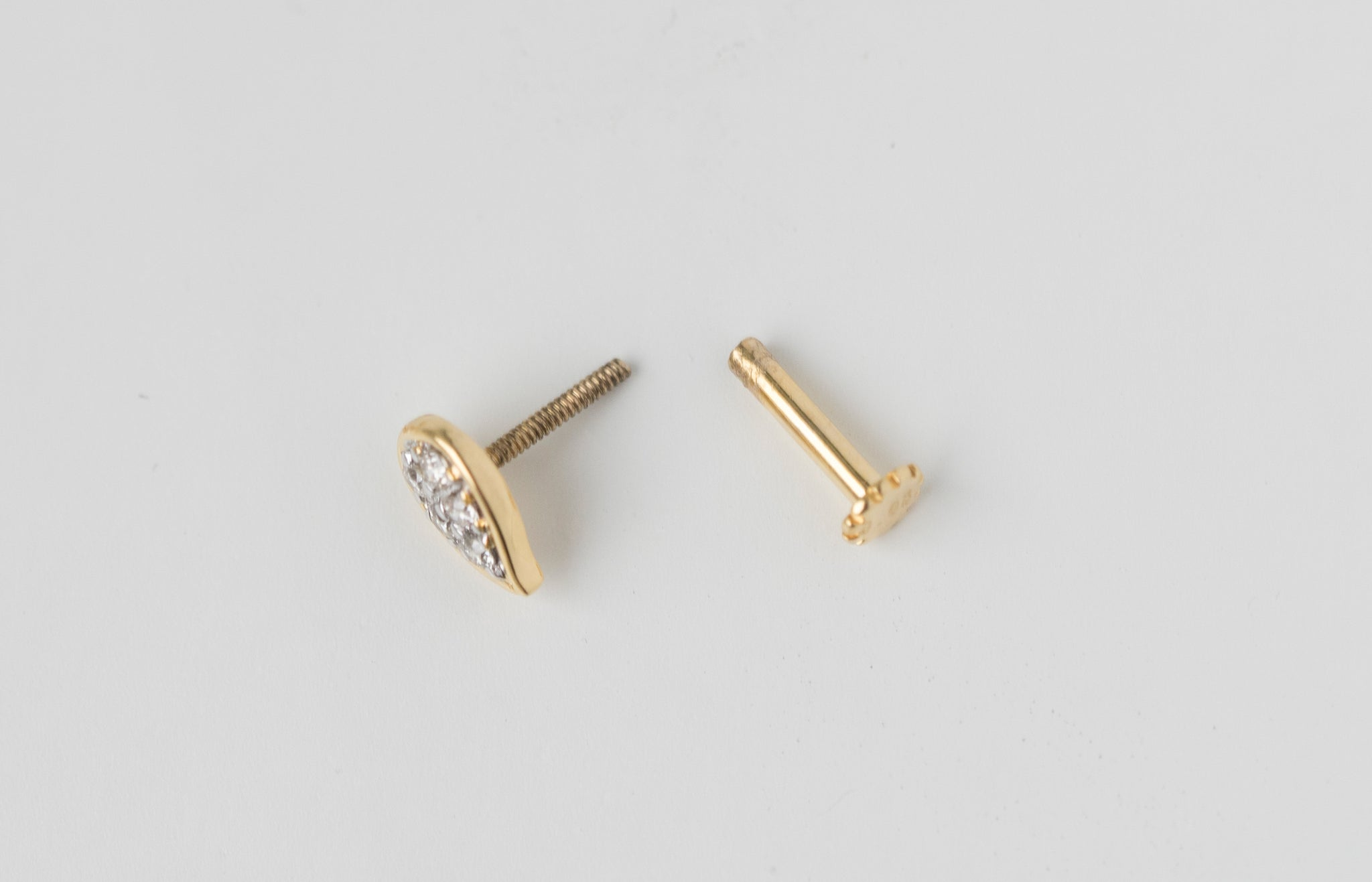 18ct Yellow Gold 0.05ct Diamond Cluster Screw Back Nose Stud MCS3313