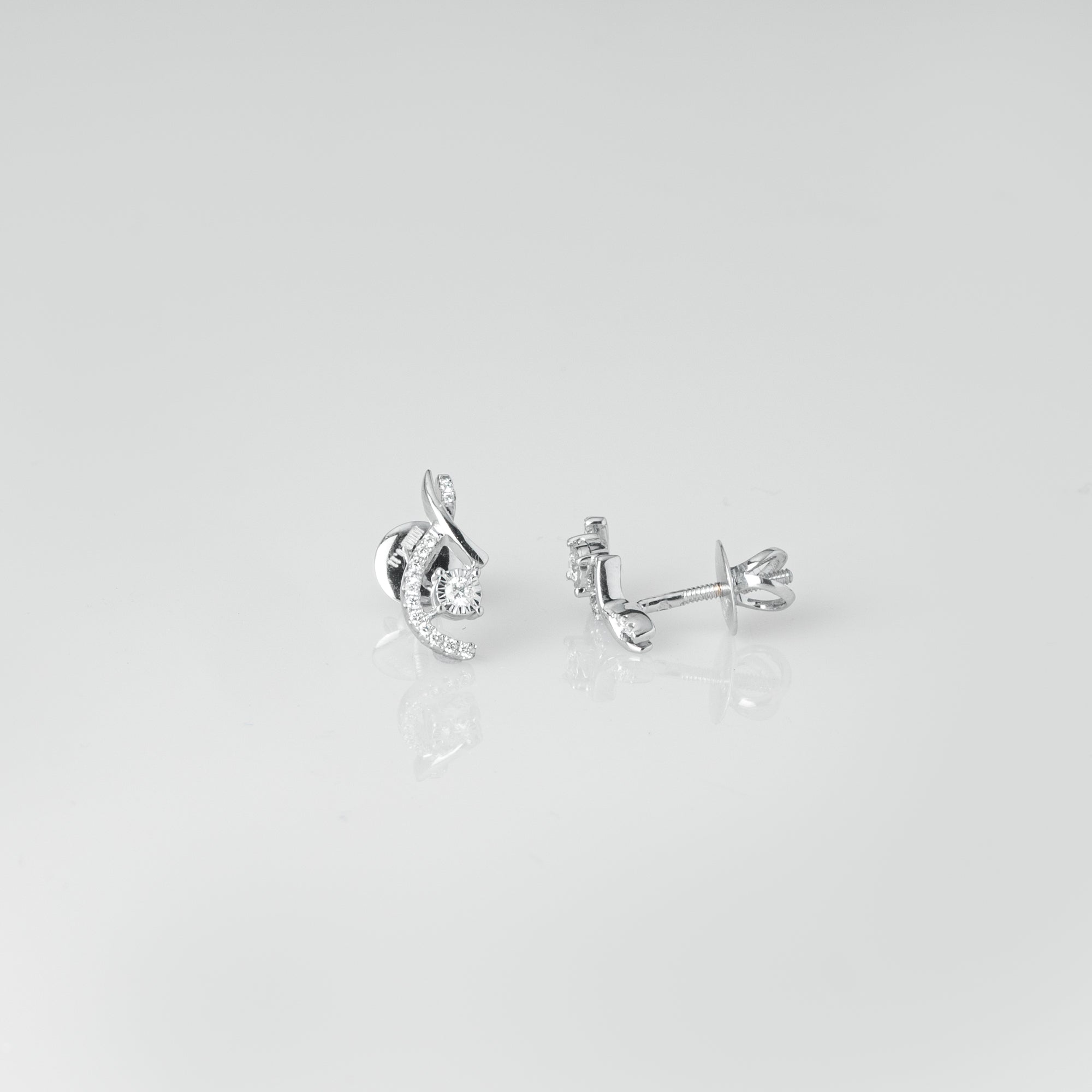 18ct White Gold Diamond Earrings (MCS3666)