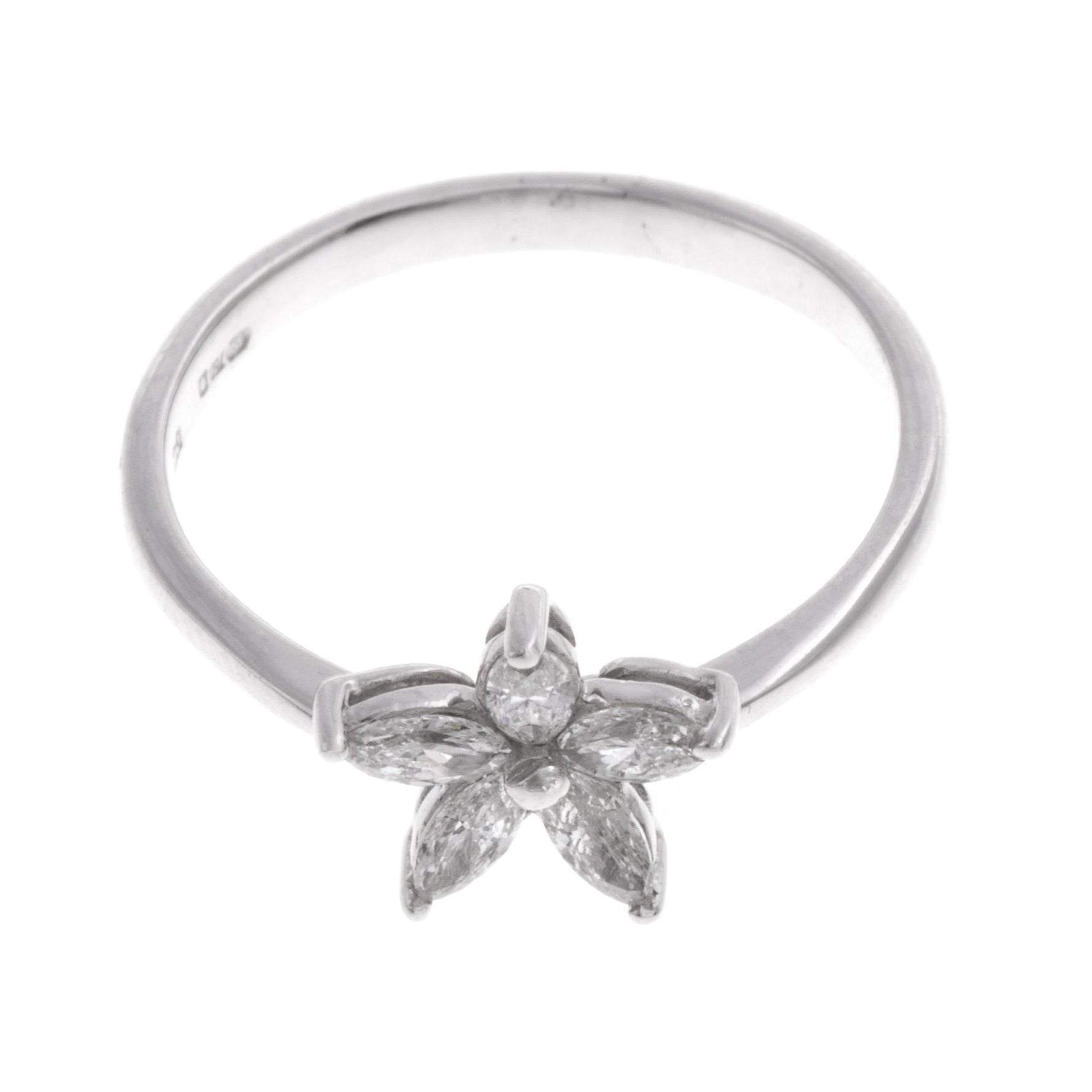 18ct White Gold Diamond 'Flower Design' Dress Ring ZS04727