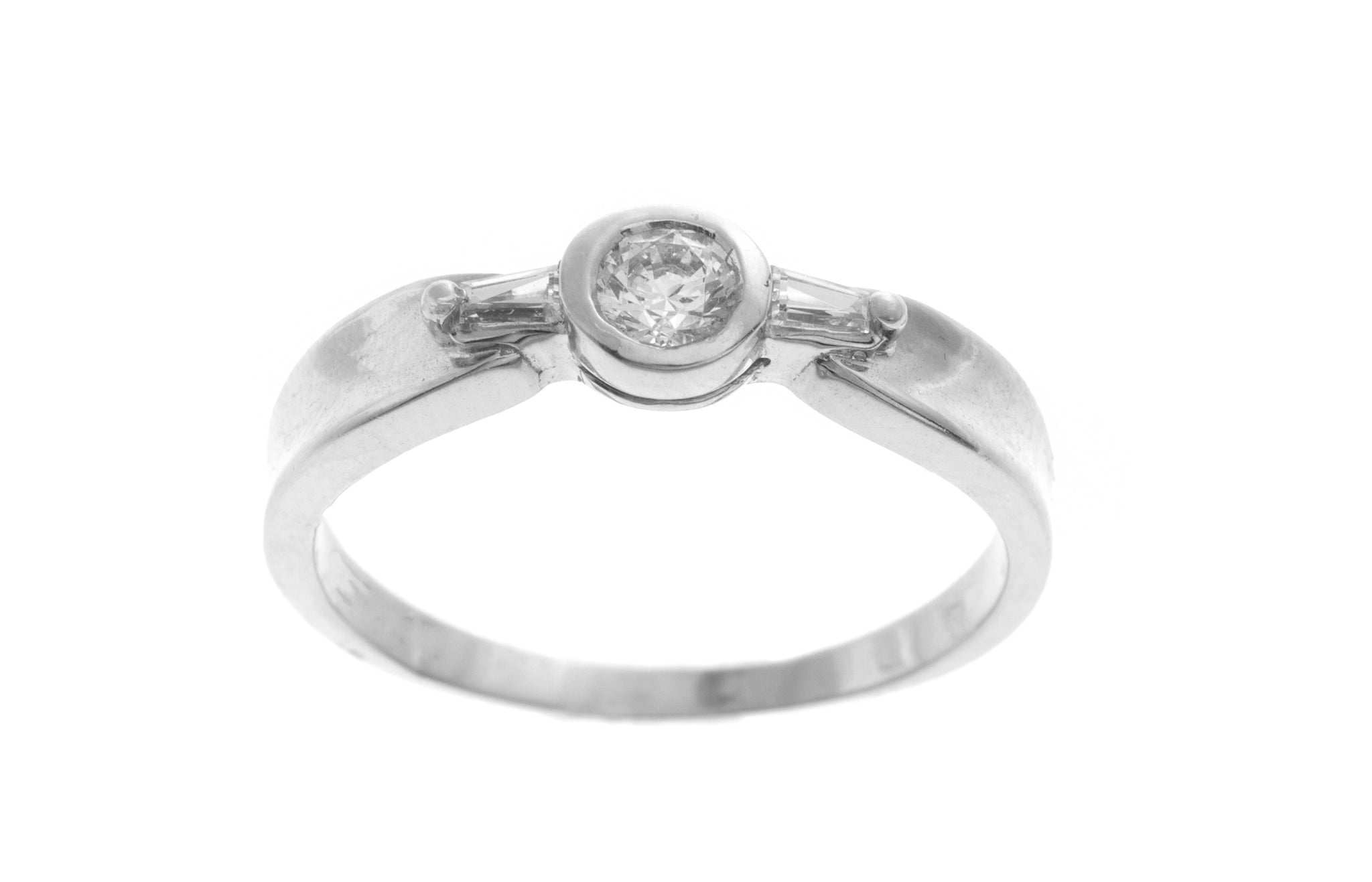 18ct White Gold Cubic Zirconia Dress Ring (2.8g) LR-2535