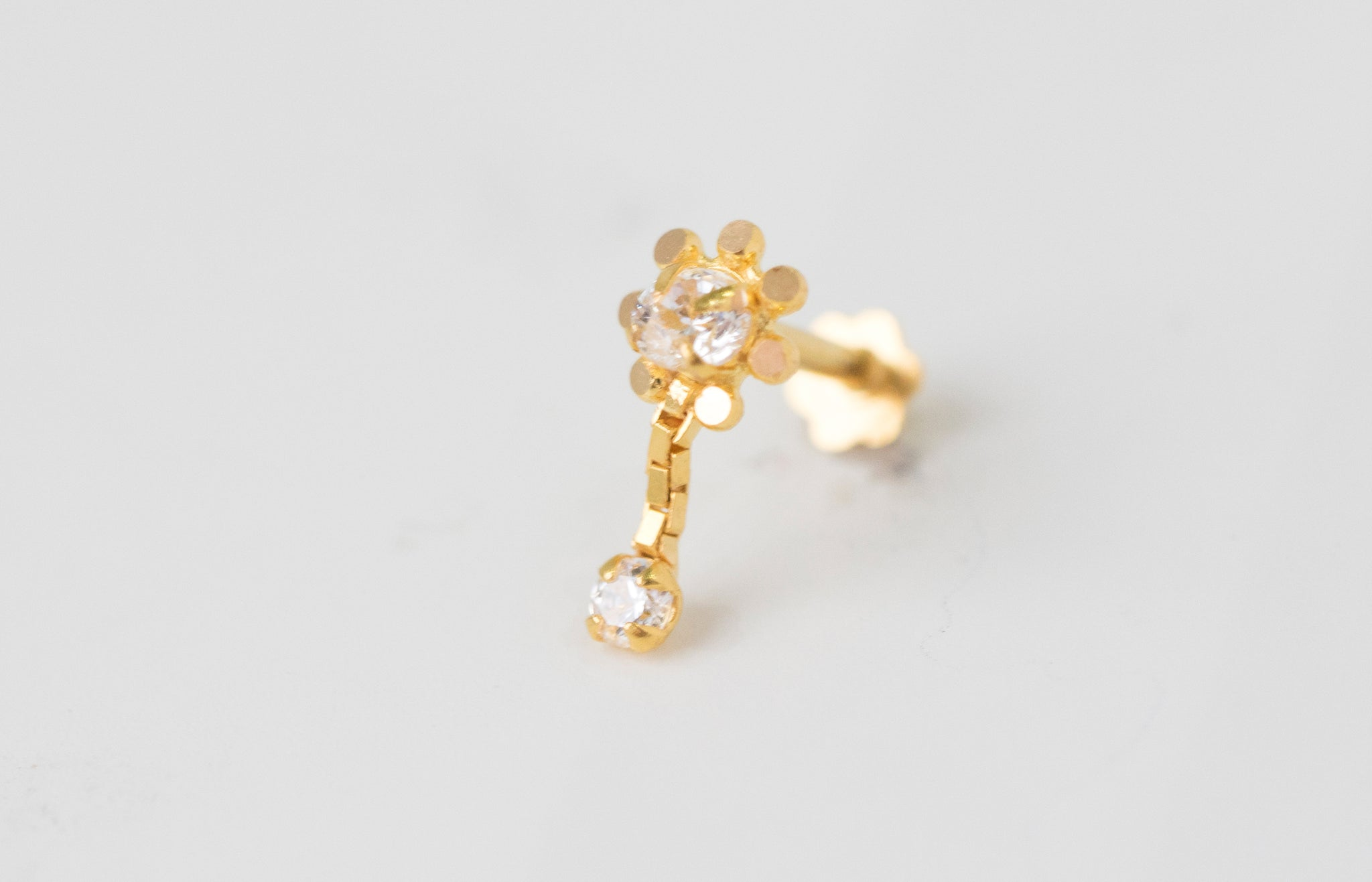 18ct Yellow Gold Screw Back Drop Nose Stud set with Cubic Zirconias NIP-4-900i