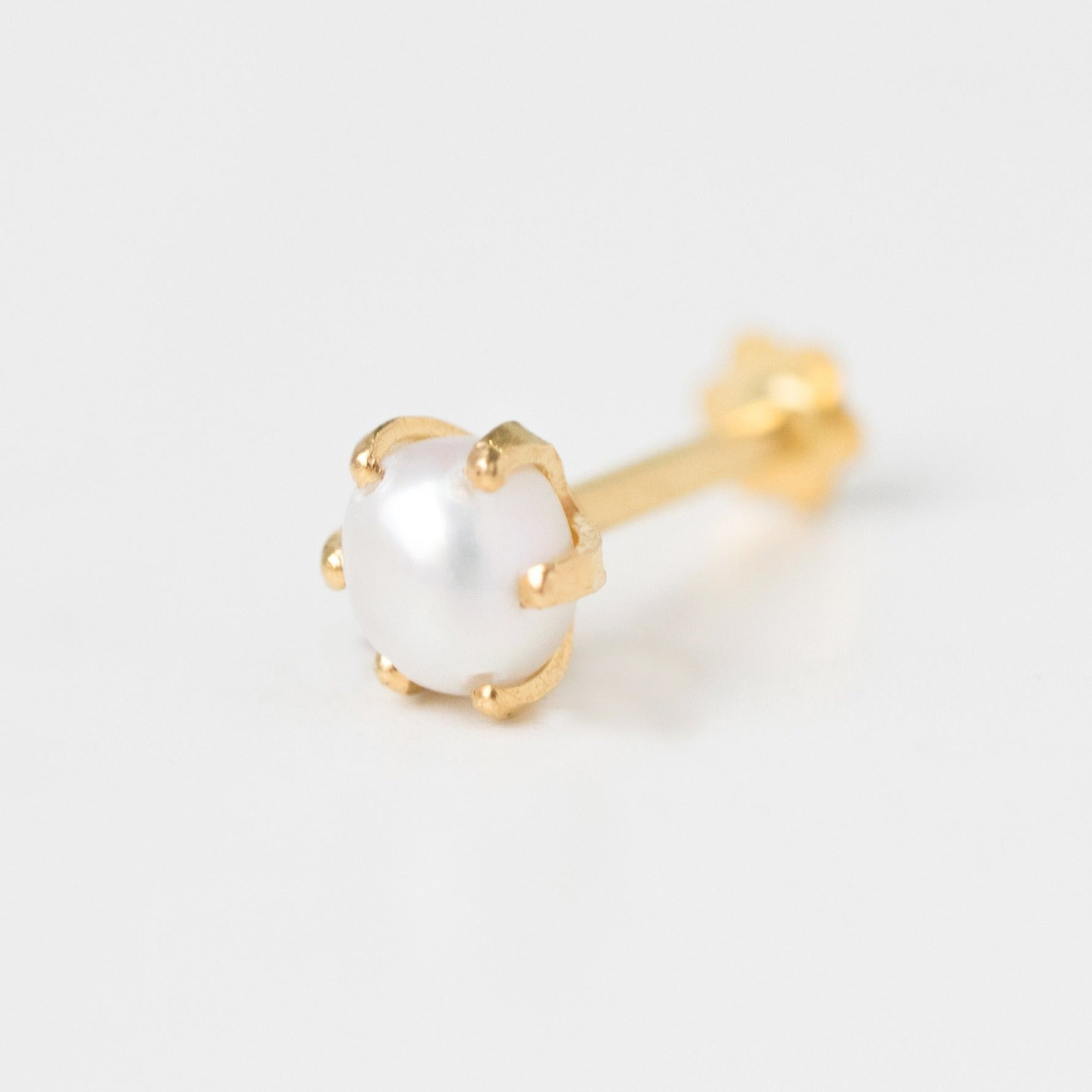 18ct Yellow Gold Screw Back Nose Stud set with a Cultured Pearl NIP-5-350