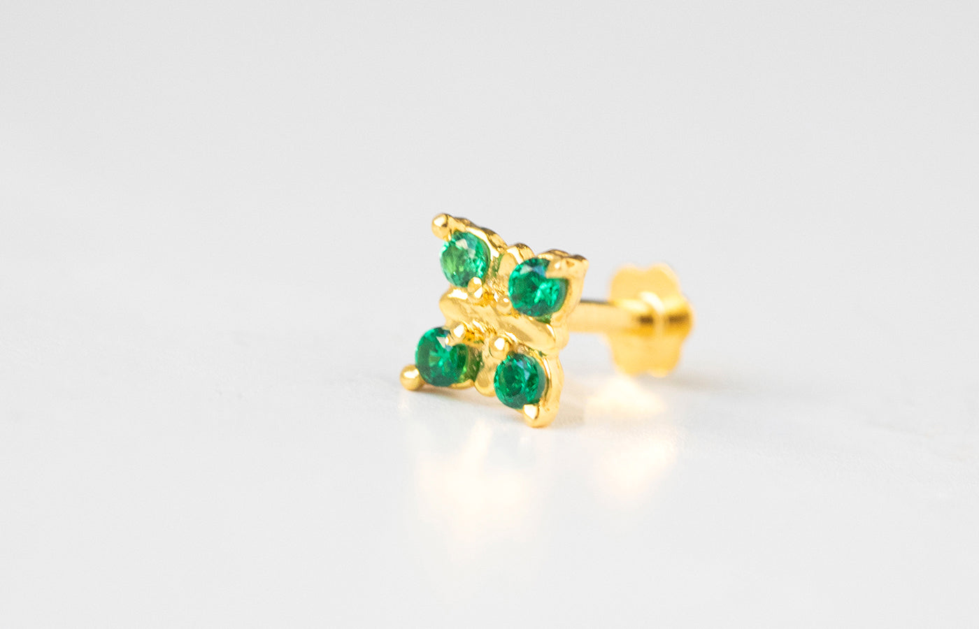 18ct Yellow Gold Screw Back Nose Stud set with four green Cubic Zirconias NIP-5-570l