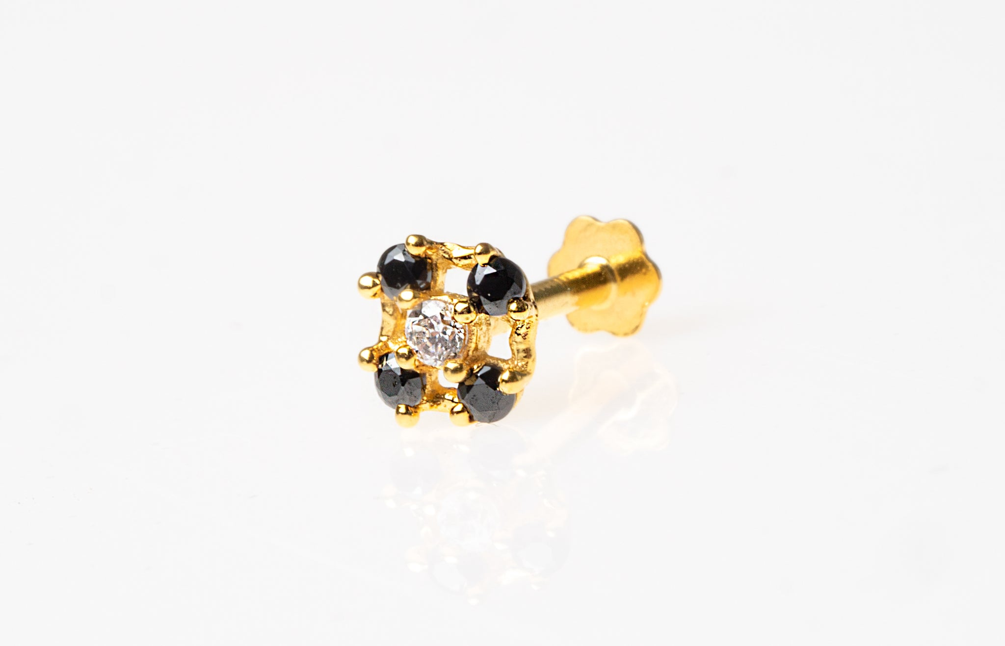 18ct Yellow Gold Screw Back Nose Stud set with 4 Black and 1 White Cubic Zirconias NIP-5-580h