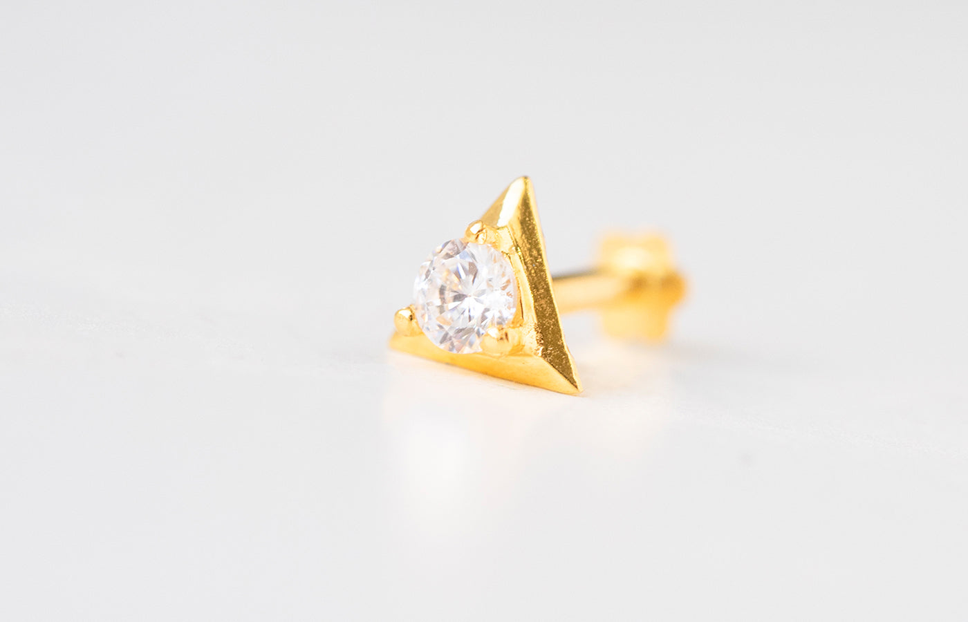 18ct Yellow Gold Screw Back Nose Stud set with a Cubic Zirconia in a triangular shaped setting NIP-5-770