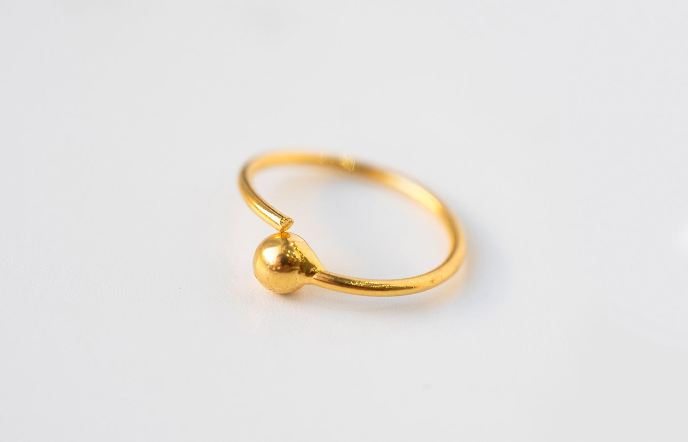 18ct Yellow Gold Nose Ring with bead NR-7578